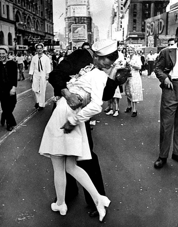 День победы над Японией на Таймс сквер, Альфред Эйзенштадт