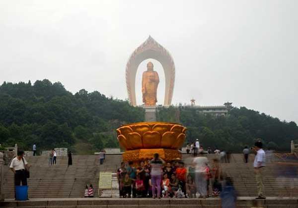 Будда Амитабха в Дунлине, провинция Цзянси, Китай - 48 метров